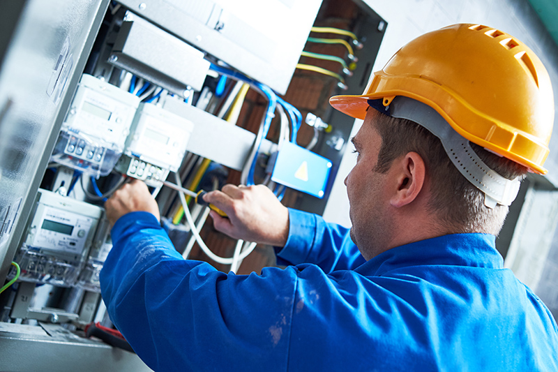 Become An Electrician in Reading Berkshire